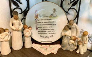 Mother's Day 1973 Holly Hobby Plate, surrounded by various Willow Tree Angels